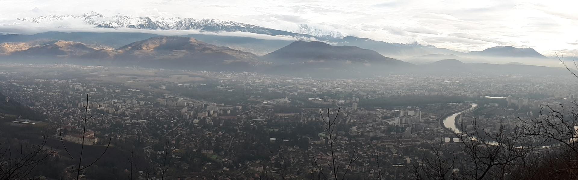 Temperature inversion over the city of Grenoble, which places pollutants on the ground.