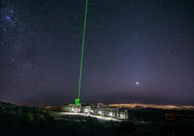 Simultaneous launch of fixe laser beams from the Maïdo observatory, La Réunion.