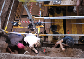Scientists excavating the Heuningneskrans site.